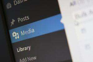 Lade Bilder und Videos in die Medien
